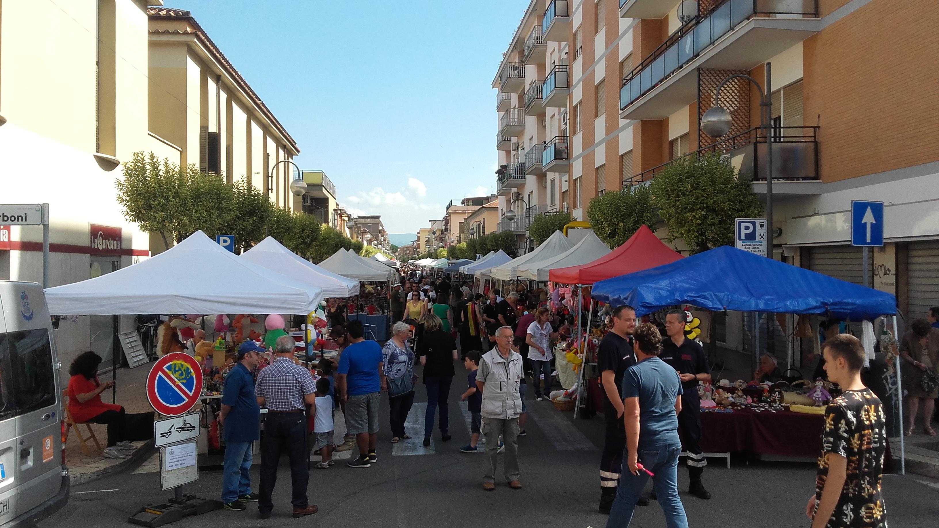 Aprilia torna il mercatino artigianale in occasione - Mercatino usato aprilia ...