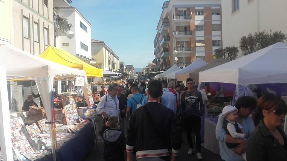 Aprilia da domenica torna il mercatino della terza for Il mercatino roma
