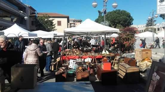 Aprilia annullato il mercatino di oggi in piazza roma l for Il mercatino roma