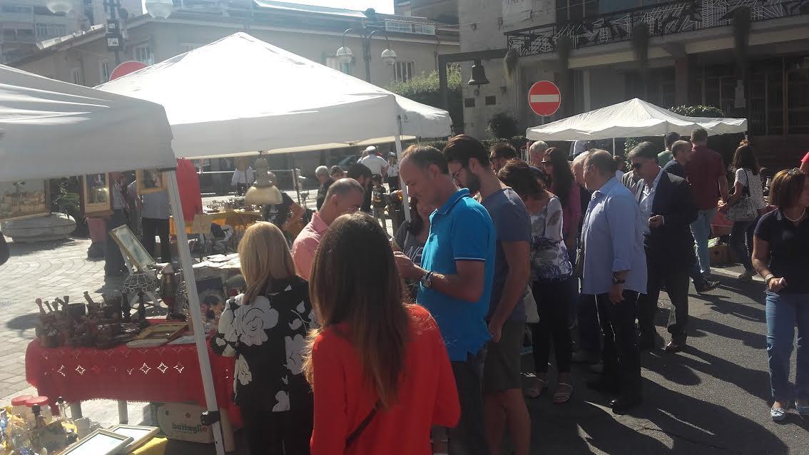 Aprilia mercatino dell 39 artigianato al via oggi in piazza - Mercatino usato aprilia ...